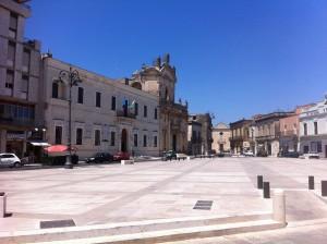 1024px-Manduria_Piazza_Garibaldi2013